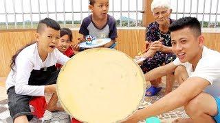 Làm Bánh Rán Doremon Khổng Lồ Chiêu Đãi Cả Nhà - Pha Rán Bánh Bằng Mâm - Bá Thành TV