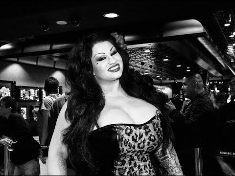 AVN awards 2018 feat. Samantha Mack on the red carpet at the Hard Rock Hotel & Casino Las Vegas