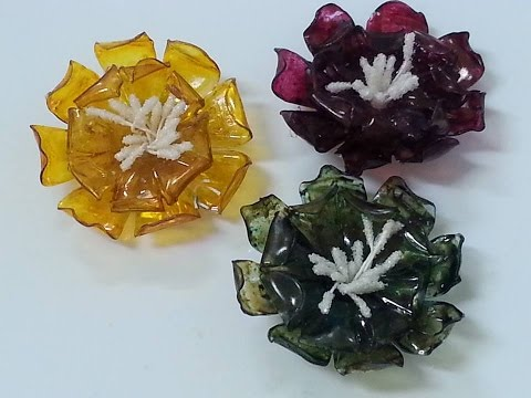 DIY:How To:Tutorial:Water bottle  faux glass flowers look: Plastic Bottle Flowers by SaCrafters