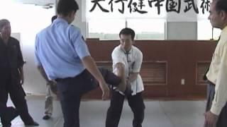 警察での護身指導(天行健中国武術館)