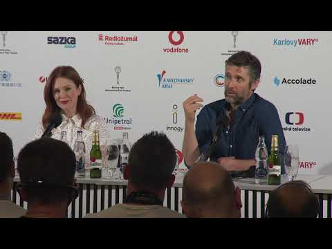 Press conference with Julianne Moore (EN) - YouTube