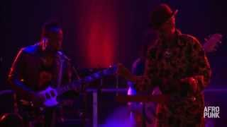 "D'Angelo w/ Angelo Moore performs ""Black Flowers"" at AFROPUNK FEST 2014"