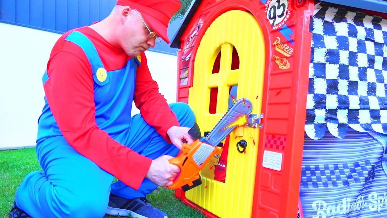 Dima giả vờ chơi cảnh sát và bị mất xe