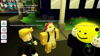 Playing with my fav it youtuber mr . Roblox!!