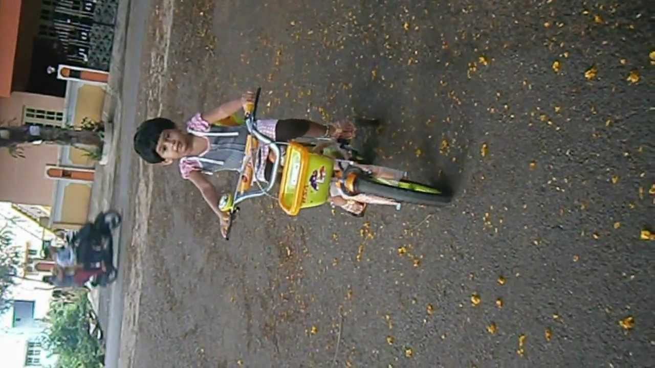 Deleena cycling 1st video
