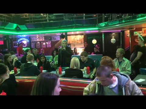 Ellens Stardust Diner Amazing 14 Year Old Gets Up and Sings
