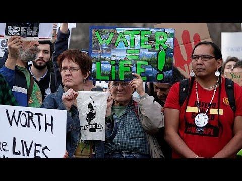 """Usa: """"No all'oleodotto Dakota"""", i Sioux scendono in piazza contro Trump"""