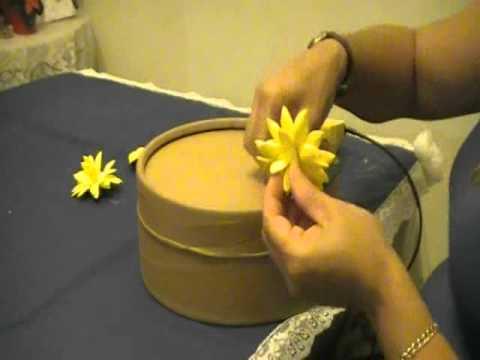 Como hacer una caja decorada con flores en goma eva youtube - Como forrar una caja con tela ...
