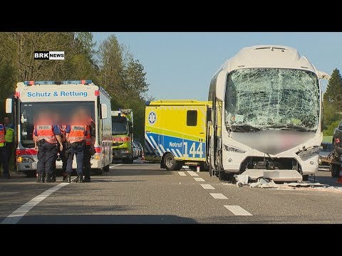 Winterthur ZH: Auffahrkollision zwischen 2 LKWs & einem Reisecar fordert viele Verletzte!