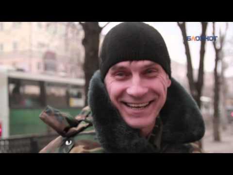 Воронежские мужчины поздравляют женщин с 8 Марта