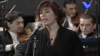"""Ghada Ghanem sings """"Issal alayya"""""""