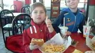 Lunch at McDonalds - Обед в МакДоналдц!<