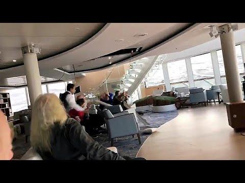 شاهد: لحظة انحراف سفينة سياحية قبالة سواحل النرويج وذعر الركاب قبل وصول فرق الإنقاذ…  - نشر قبل 2 ساعة