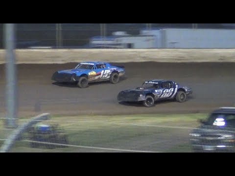 Street Stock Battle-#19w Winebarger vs. #88 Roberts @ Willamette Speedway 2018
