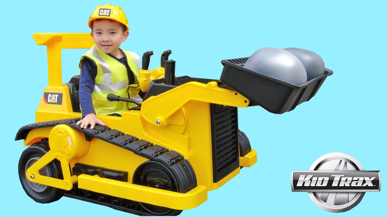 1c9b0bbe619 Kid Trax CAT Bulldozer Tractor 12V Kids Ride On Car Unboxing and Riding  With Ckn Toys