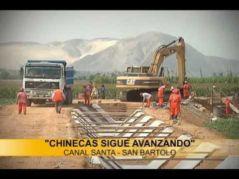 Gerente del P.E CHINECAS inspecciona la construcción del canal santa San Bartolo