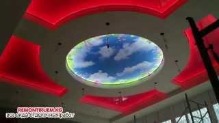 видео Зеркальный глянцевый натяжной потолок визуально увеличивают эффект отражения