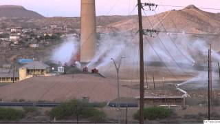 El Paso's ASARCO smokestack towers, demolished in a matter of SECONDS!!!!
