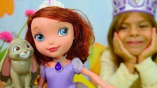 Çocuk videoları. Prenses Sofia taç yapıyor