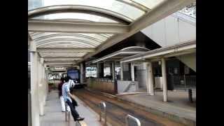 豊橋鉄道東田本線[市内電車]の豊橋駅前電停で5分置きで流れている、豊...