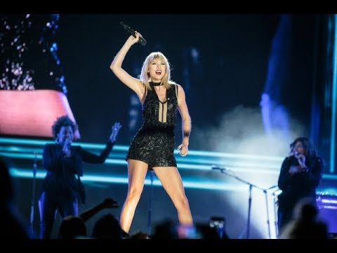 """Taylor Swift Singing """"Sparks Fly"""" In Austin, Texas"""