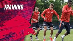 Gut gelaunt in die Trainingssession vor dem Auswärtsspiel beim 1. FC Köln