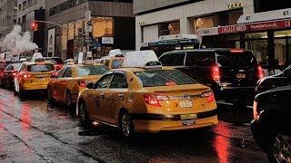 Rainy Day at New York Streets near St Patrick's Cathedral   VR 180 thumbnail