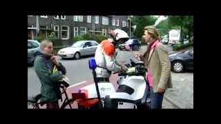 Rutger controleert fietsers in Nijmegen