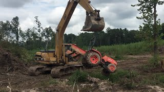 Gambar cover How To: Unstick A Tractor! Stuck Tractor Excavator Trackhoe Rescue