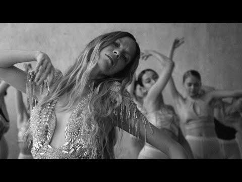 Mary Komasa - Pull Me Up