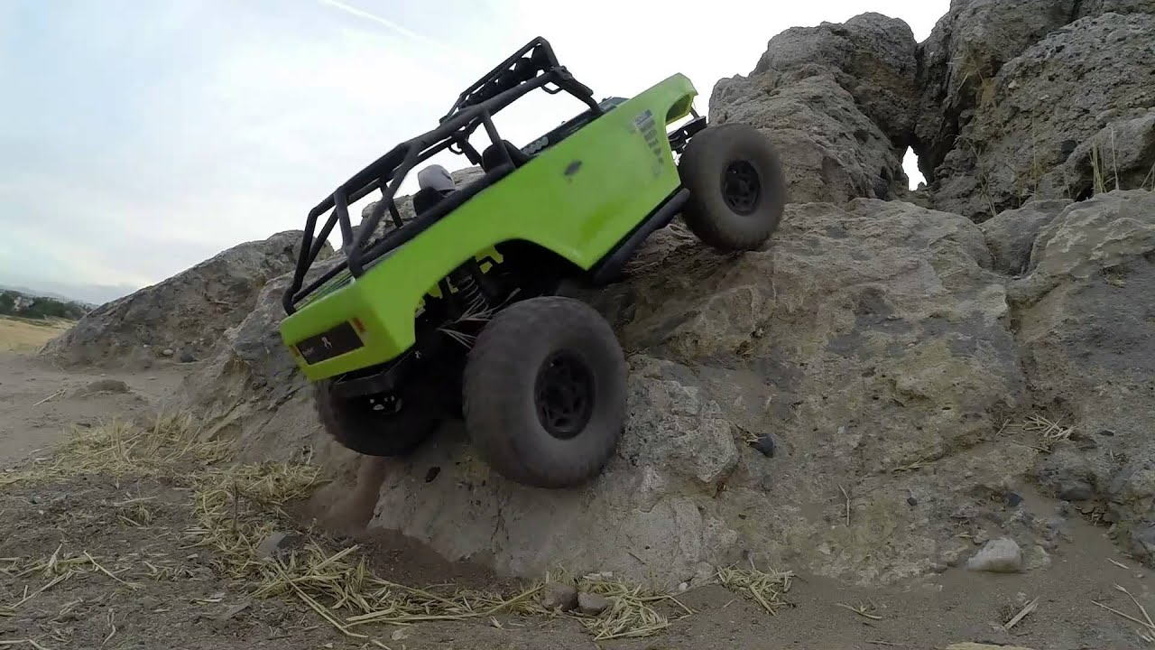 Axial SCX10 deadbolt rock crawling