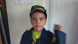 Полицейский Андрей поймал воришку на синем тракторе