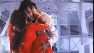 Akshay Kumar & Karishma Kapoor Hot Enjoying Scene