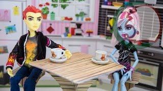 Как сделать кухонный стол для куклы. How to make a kitchen table for doll.(Как сделать мебель для кукол. Начнем со стола, мы возьмем картон, клей ПВА и цветную бумагу и начнем делать...., 2014-05-04T05:39:22.000Z)