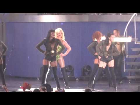 Britney Spears - Womanizer - Live in HONG KONG (Asia World Expo Arena)