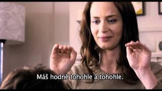 Zásnuby na dobu neurčitou (The Five-Year Engagement) - český trailer