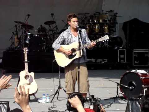 Jamie Scott -  Standing in the Rain (live) singfest 2008 singapore