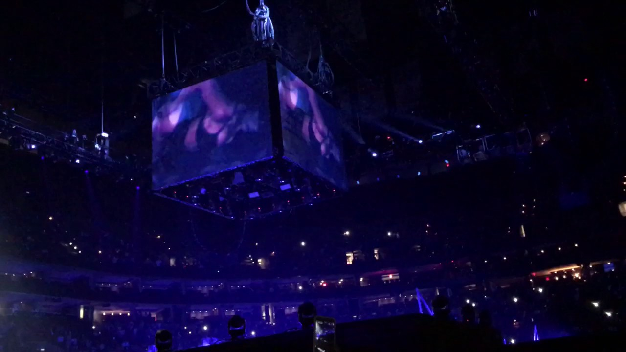 chris brown privacy work performance td garden 2017 party tour