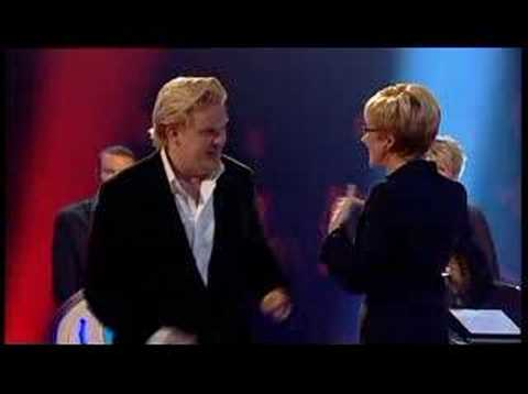 The Weakest Link - Olly Smith fondles Anne Robinson's Boobs