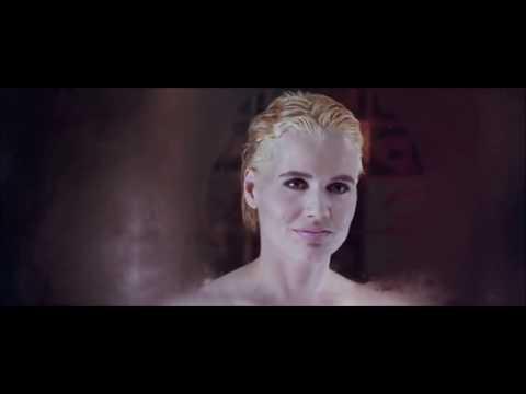 "Geena Davis in ""The Long Kiss Goodnight"""