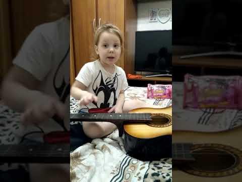 Вика играет на гитаре)