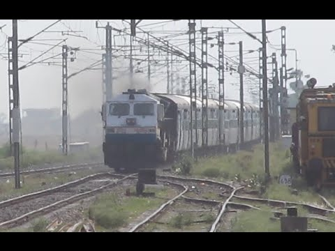 Ferocious WDP4 - 12502 Poorvottar Sampark Kranti Express Thrashes Dildarnagar Junction !!