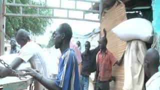 Video Girifna delivers food to Abyei refugees download MP3, 3GP, MP4, WEBM, AVI, FLV Juli 2018