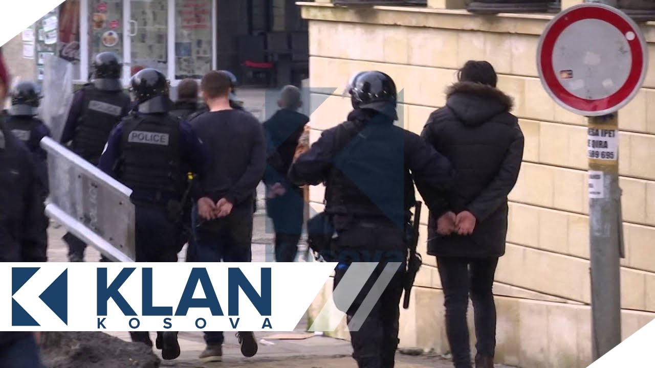 Policia arreston protestues, pushton sheshet -  09.01.2016 - Klan Kosova