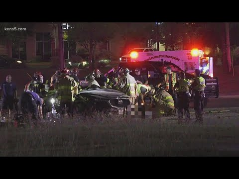 Authorities continue to investigate overnight wreck that killed 3 in west San Antonio