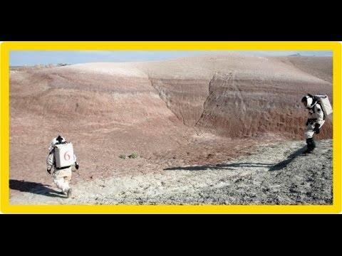 2 homens andando em Marte, em 1979