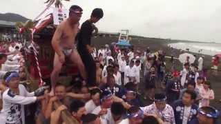 平成27年大磯 海水浴場の海開き式 神輿海中渡御です。