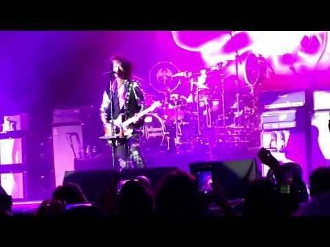 Hollywood Vampires covering Aerosmith (Sweet Emotion)