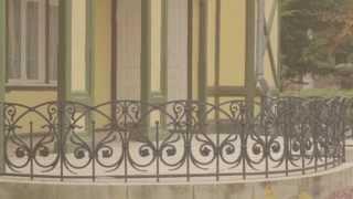 видео Заборы и ограждения для дома: деревянные, металлические, кирпичные, каменные, из шифера, профлиста