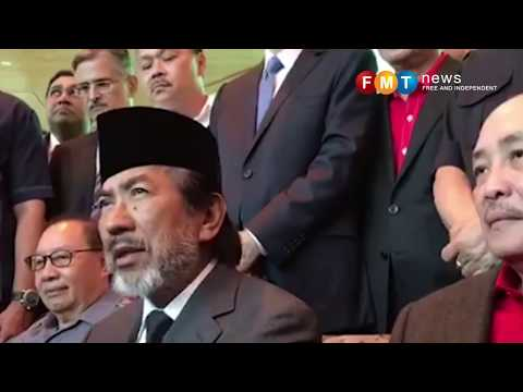 Musa Aman sworn in as Sungai Sibuga assemblyman